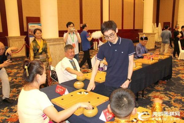少数民族围棋大赛指导棋 华以刚常昊等指导参赛选手
