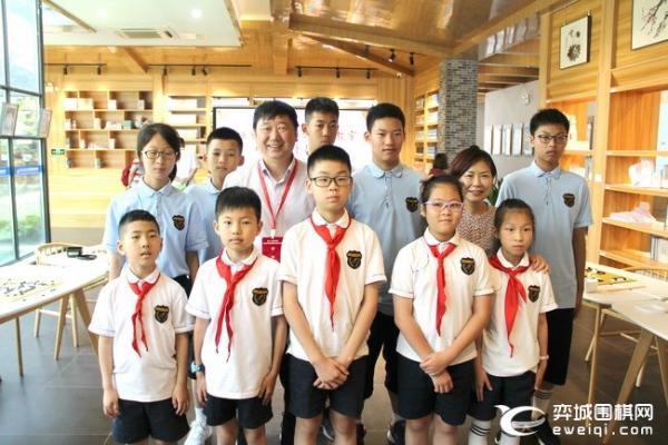 第38所陈毅爱心围棋教室揭牌 王汝南华以刚等出席