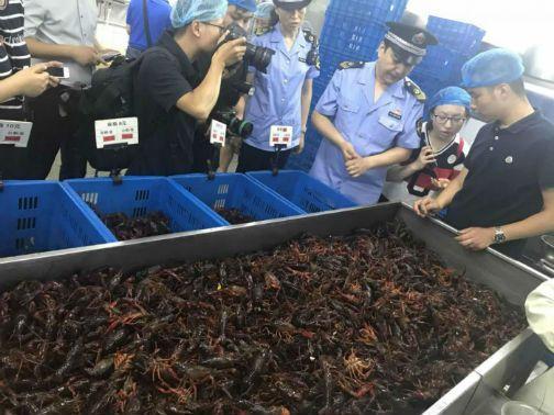 东城区食药局启动消夏食品夜查行动 检测簋街小龙虾