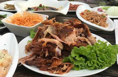 北京规范餐企 餐具摆台设时限