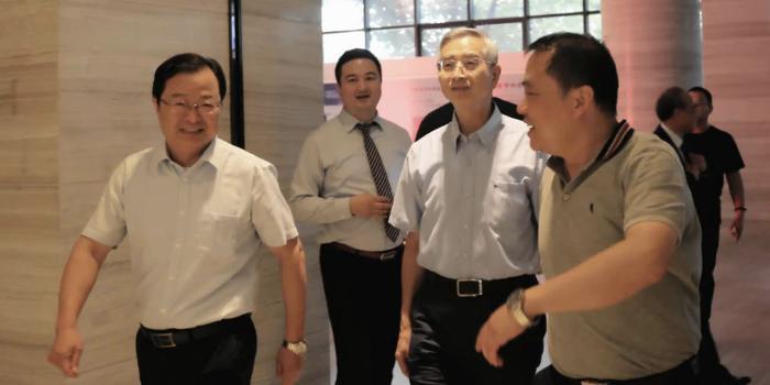 第二届蜀西湖论坛 暨《中国大数据应用发展报告》发布会成功举办