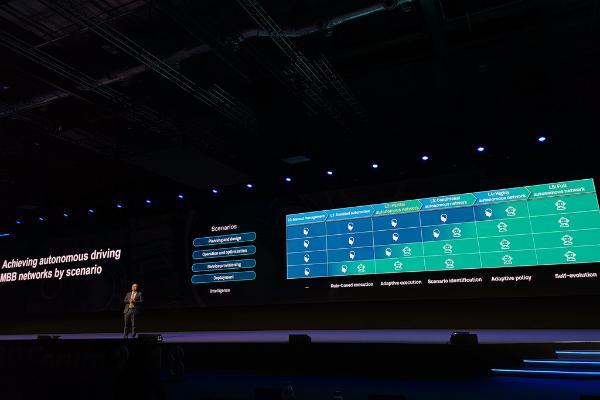 华为汪涛:5G到来带来三大挑战 以AI加速构建自动驾驶的移动网络