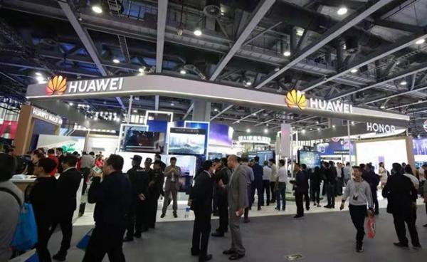 """华为以""""5G+AI开启智能生活""""为主题亮相2018年中国移动全球合作伙伴大会"""