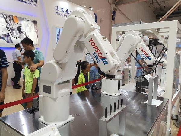 工业机器人发展现状:硬件制造大同小异,视觉感知绘新蓝图
