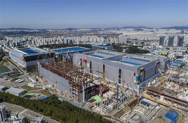 三星宣布7nm LPP量产!基于EUV光刻技术、性能增加20%