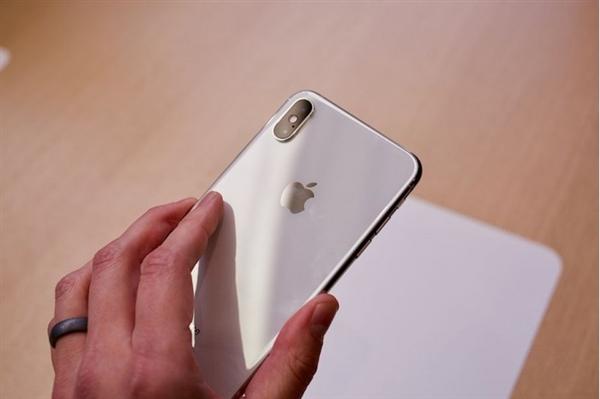 苹果公布新财季iPhone销量:中国热销库克点赞