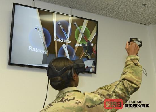 美空军采用VR/AR技术对F35战机进行维护培训