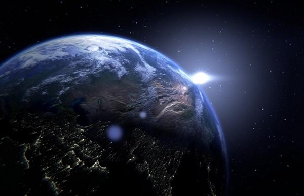 《流浪地球》票房破42亿:延期上映2个月 票价降10元