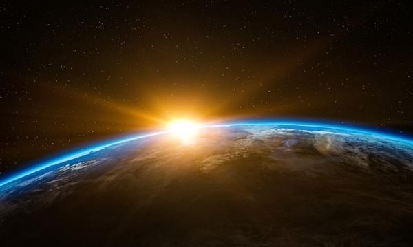 《流浪地球》票房破36亿 超《红海行动》成影史第2