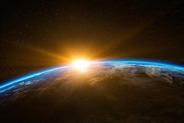 再创纪录 《流浪地球》票房突破40亿元:仅次于《战...