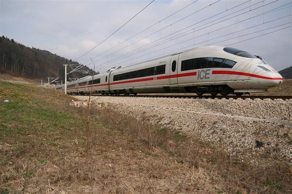 德国ICE高速列车在瑞士脱轨:时速最快可达320公...