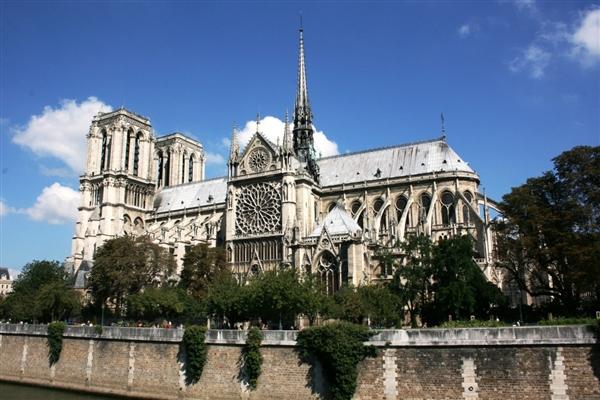 巴黎圣母院众筹全球纷纷响应 法国总统:5年内修好