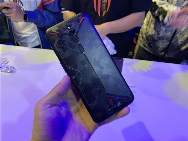 首款内置风扇的手机!努比亚红魔3现场实拍:太炫酷