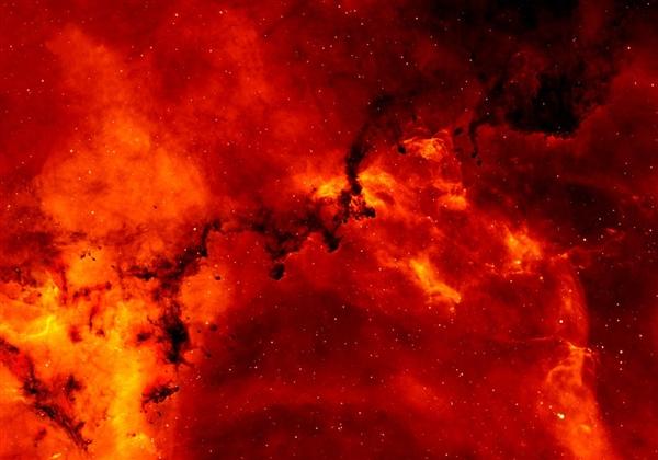 太阳可能在未来100年向地球发射罕见的超级耀斑