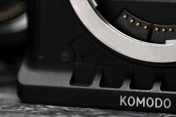 RED发布Komodo新机预告图,疑似采用佳能RF卡口