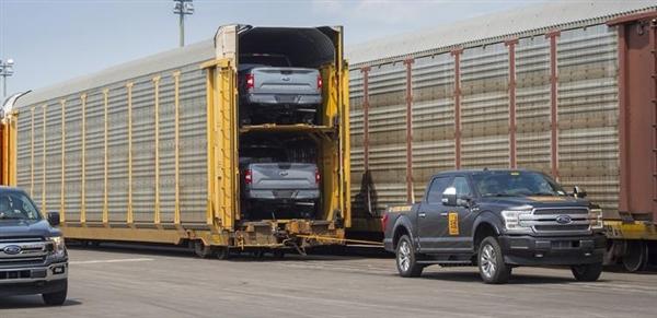 电动版福特F-150亮相:拖560吨重列车 特斯拉见了也得服