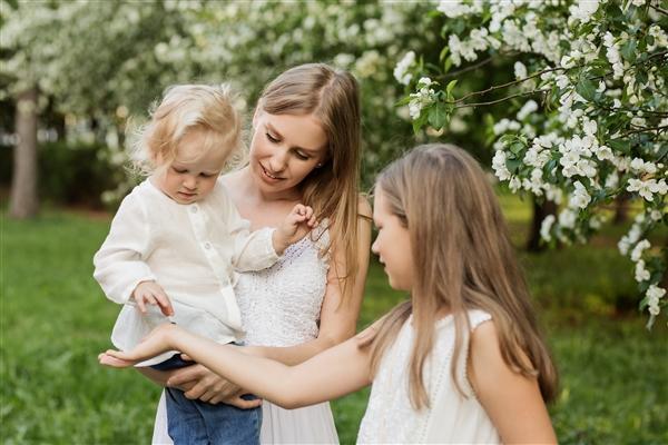 研究發現寶寶的語言行為改變了父母的言語