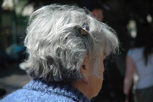 别老想着退休!研究发现:提前退休或加速认知能力下降 对女性影响更大