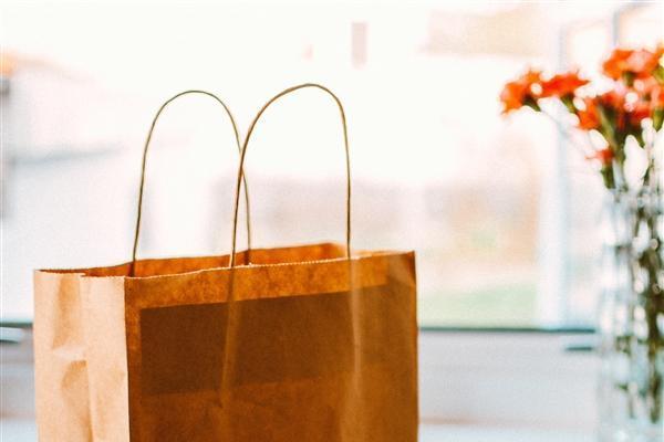 塑料购物袋设计者初衷:为了挽救地球 不理解为什么人...