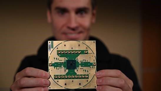 Intel发布首款低温控制量子计算芯片:22nm工艺、原子几乎不动