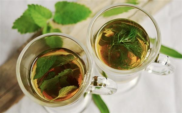 歷時7年跟蹤10萬人:研究稱喝綠茶比紅茶長壽