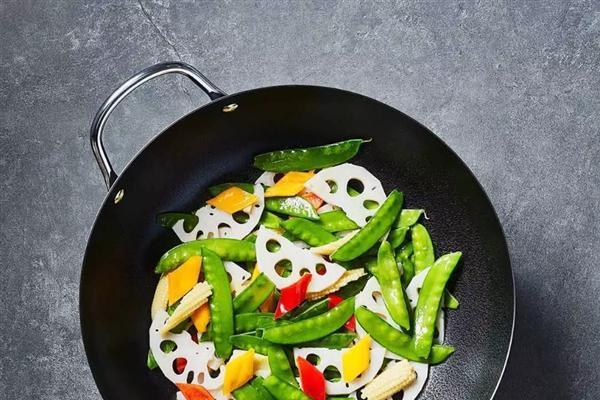小米有品上架无涂层复底炒锅:厨房不再乌烟瘴气