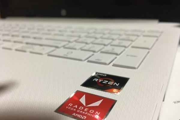 搭载锐龙5 3500U仅售3399元 联想小新Ai...