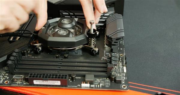 超频高玩魔改锐龙3000处理器插槽 CPU温度骤降7°C
