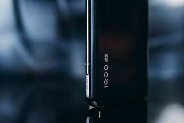 iQOO 3充电实测 15分钟充满50%电量
