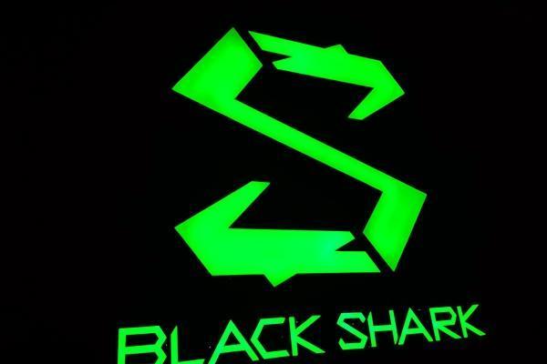 #黑鲨#黑鲨斩获京东游戏手机双冠军:一天比一个月卖的还多