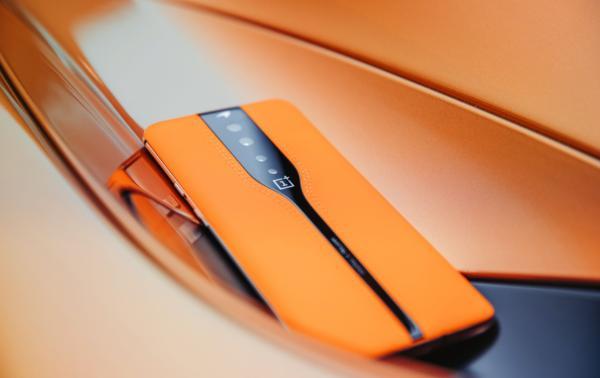 手机后盖超进化!电致变色技术曝光:可自定义配色