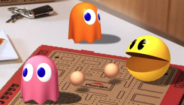 扫必胜客限量版「吃豆人」匹萨盒二维码,玩全新WebAR游戏
