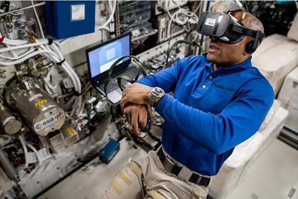 美国宇航员采用VR技术研究空间站微重力实验