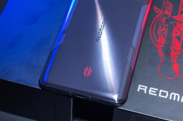 2699元起!红魔6R评测:游戏手机轻装上阵
