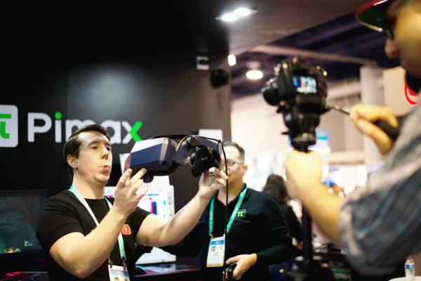 小派创始人被授予VR/AR年度杰出贡献人物奖
