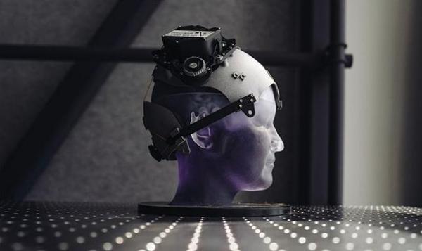 研究人员展示基于VR/AI的无线脑机接口系统