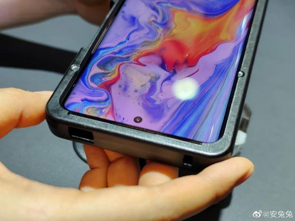 骁龙888 Plus加持 iQOO 8真机亮相:屏幕大升级