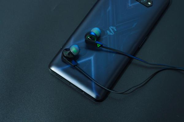 黑鲨凤鸣入耳式耳机图赏:专为游戏而生