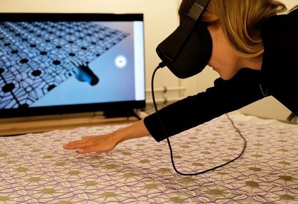 英国伦敦皇家艺术学院设计师展示VR互动刺绣作品