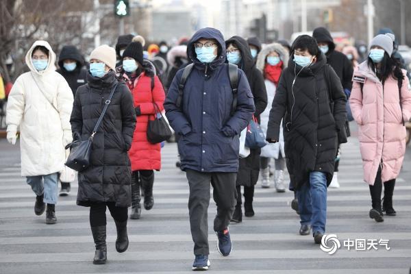 """寒潮来袭!聚焦北京街头行人""""速冻""""下的表情"""