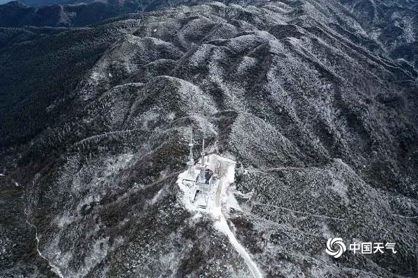重庆灰千梁子景区变身南国雪原 如同童话世界