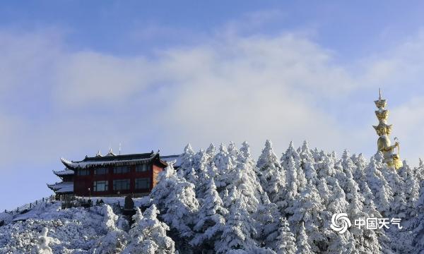 雪后峨眉山金顶银装素裹 宛如童话世界