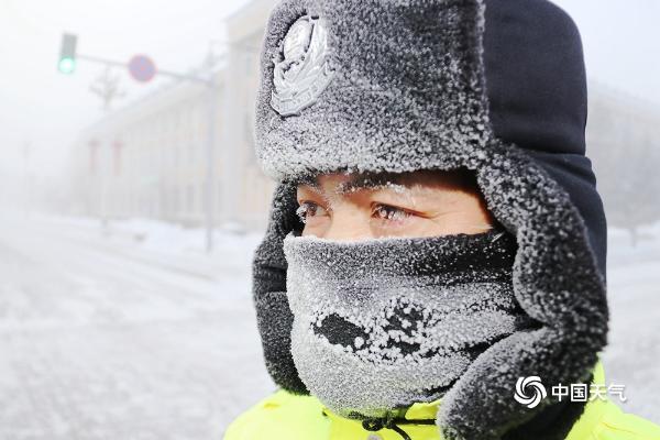 -45.7℃!黑龙江漠河执勤的交警满身霜霜