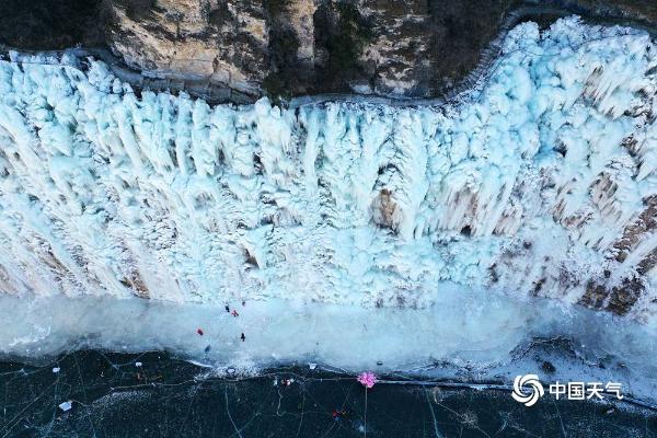 邂逅京郊最美冬天!房山霞云岭现壮观冰瀑