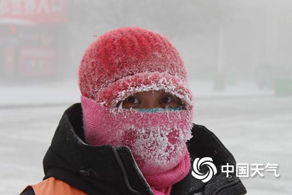黑龙江周末还有降雪 今天在当地带着轻雾旅行时 必须小心
