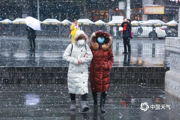 """贵阳迎降雪 镜头记录下的""""雪中人雪中景"""""""