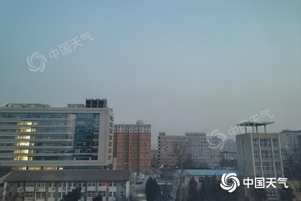 今天北京很冷 早上有轻雾 从晚上到25号白天可能会有弱降雪