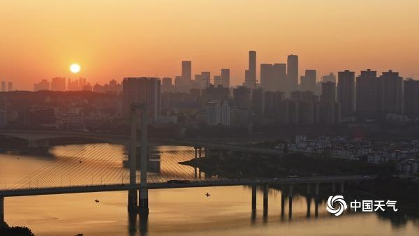 广西南宁迎来新年第一缕晨光