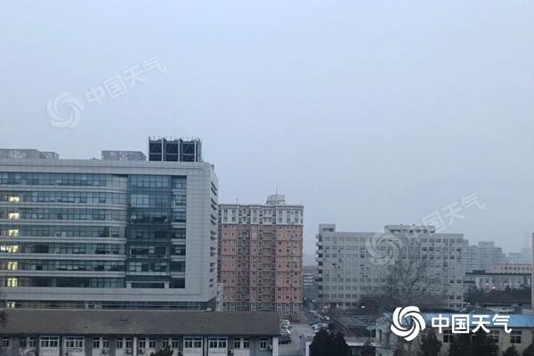 北京今晨轻雾来扰 明天有小雪或零星小雪