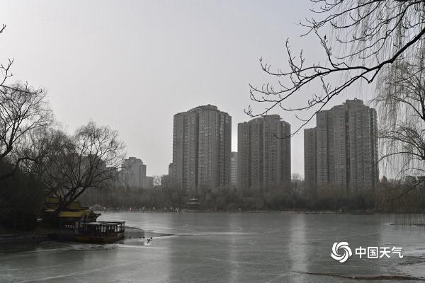沙尘继续影响北京 部分地区空气质量达中度以上污染